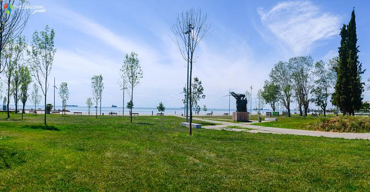 Πάρκο Στη Νέα Παραλία της Θεσσαλονίκης κοντα στο αγαλμα Του μεγάλου Αλεξάνδρου