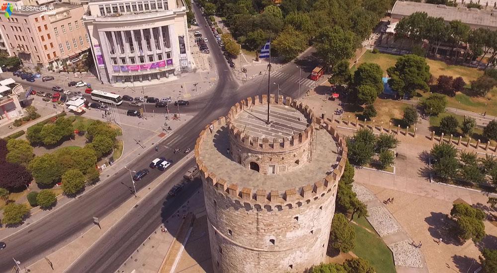 Φωτογραφία του Λευκού Πύργου από ψηλά τραβηγμένη με drone