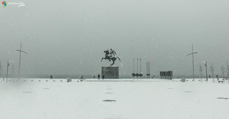 Άγαλμα μεγάλου Αλεξάνδρου στη Θεσσαλονίκη με χιόνια (2017)