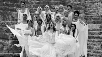 Εκκλησιάζουσες του Αριστοφάνη σε Διασκευή - Σκηνοθεσία του Αλέξανδρου Ρήγα