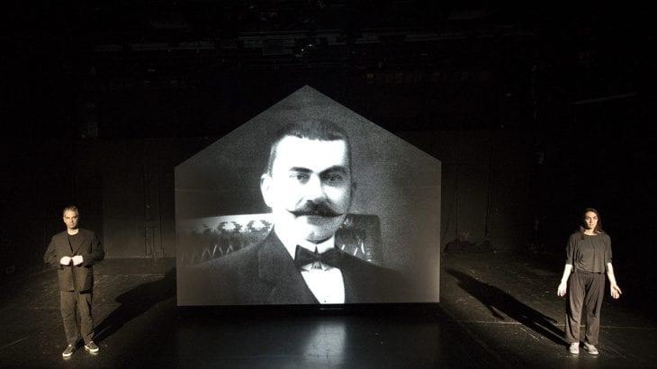 «Η Βιογραφία του Πατρογονικού» στο θέατρο Αυλαία