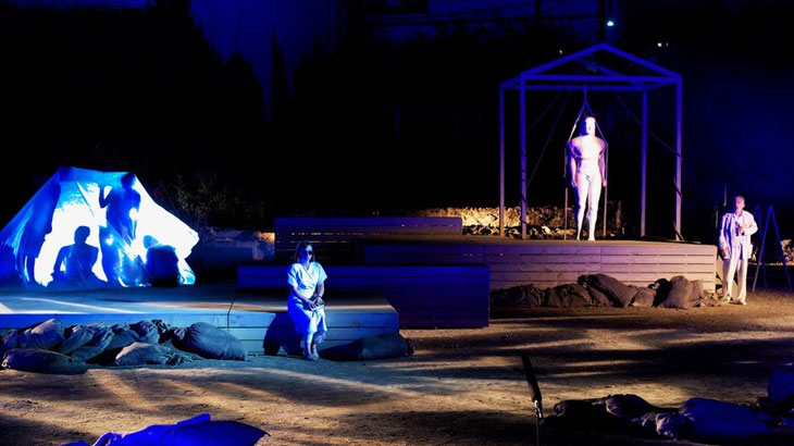 «Τα Αγάλματα Περιμένουν» από το ΔΗ.ΠΕ.ΘΕ. Λάρισας